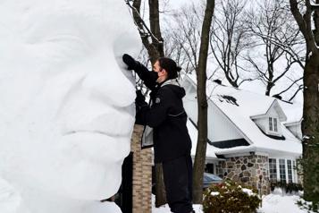 Une sculpture sur neige àlamémoire deGeorge Floyd)