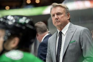 Rick Bowness est confirmé comme entraîneur-chef des Stars de Dallas)