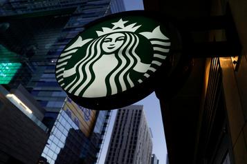 Au tour de Starbucks de cesser la publicité sur les réseaux sociaux)