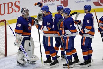 Victoire décisive des Islanders sur les Bruins)