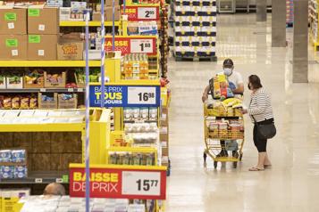 Les ventes au détail reculent de 0,6% en juillet au Canada)