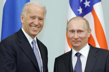 Joe Biden garde ses distances avec Vladimir Poutine)