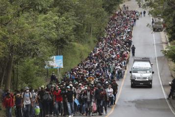 Caravane en direction des États-Unis Les migrants partis du Honduras atteignent le Guatemala)