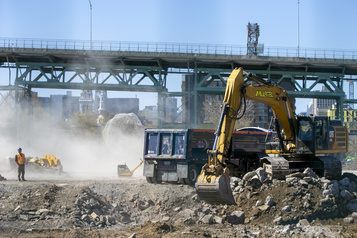 Projets d'infrastructures accélérés: des écologistes inquiets)
