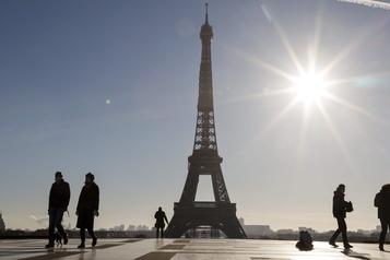 La tour Eiffel rouvrira le 16décembre)