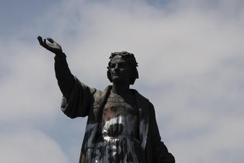 Mexico Alors que des militants menaçaient de la démonter, une statue de Christophe Colomb est retirée )