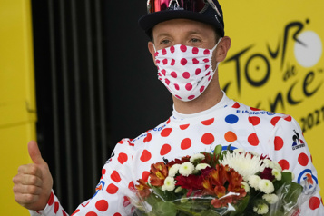 Tour de France Michael Woods enfile le maillot à pois)