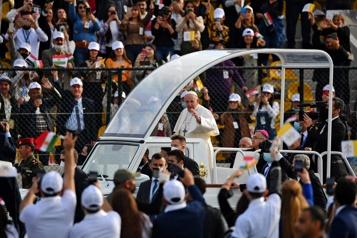 Irak Le pape conclut sa visite historique devant des milliers de fidèles)