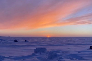 Les résidants du Nunavut heureux de renouer avec la clarté du jour)