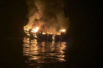 Californie Le capitaine d'un bateau incendié inculpé pour 34homicides par négligence)