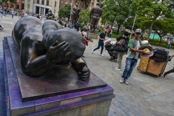 Des sculptures de Fernando Botero vandalisées à Medellín)