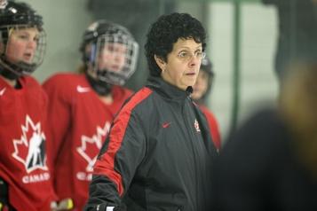 Les Maple Leafs embauchent Danielle Goyette)