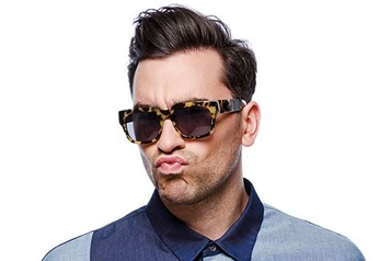Selon People Le Canadien Dan Levy parmi les plus sexy)