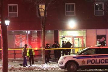 Attaque à l'arme blanche à Ottawa Quatre blessés et une personne arrêtée)