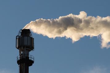 Directeur parlementaire du budget Ottawa devra augmenter la taxe fédérale sur le carbone pour rencontre ses objectifs)