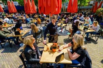 Café-terrasses des Pays-Bas Pas de passeport sanitaire? Pas d'accès aux toilettes )