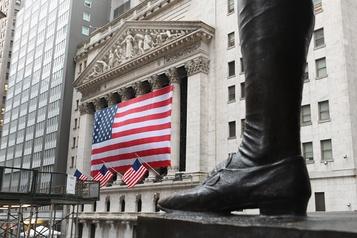 Wall Street, sur des montagnes russes, termine dans le rouge