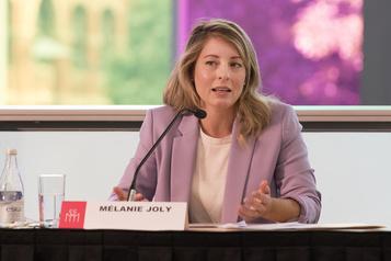 Relance économique Ottawa multiplie les annonces d'aides aux entreprises)
