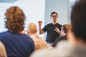 GURUS Solutions Rencontrez les experts montréalais des logiciels d'affaires infonuagiques)