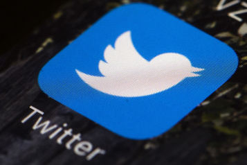 Twitter suspend le compte de l'ancien chef du KuKluxKlanDavid Duke)