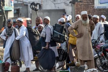 COVID-19: le Pakistan recherche des milliers de fidèles d'une congrégation musulmane