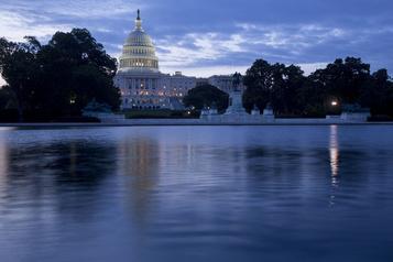 Le Congrès adopte une mesure temporaire pour éviter le «shutdown»)