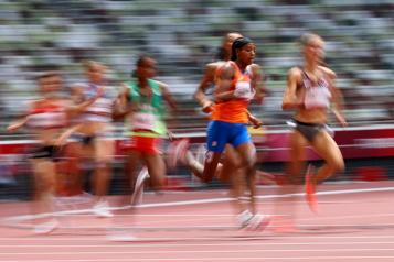 Athlétisme Sifan Hassan chute, se relève et gagne sa vague)