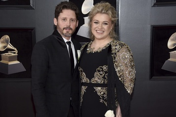 Kelly Clarkson demande le divorce)