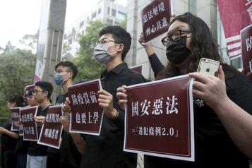 Hong Kong: des manifestants cherchent à s'exiler)