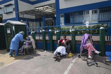 COVID-19 au Pérou: les hôpitaux de Lima au bord de la rupture )