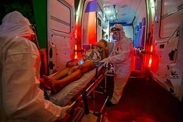 Le Brésil franchit le cap des 80000décès liés à la COVID-19)