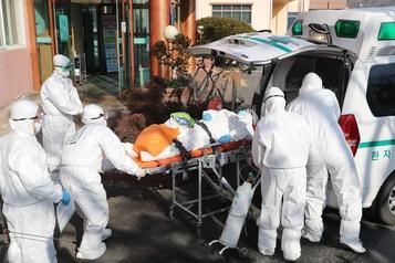 Coronavirus: l'épidémie accélère hors de Chine, l'OMS inquiète