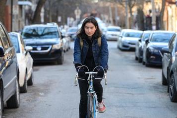Face à la crise: livreuse à vélo pour les aînés