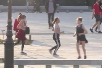 Joggeurs à la brunante à Paris
