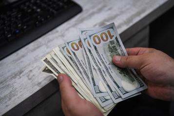 Malgré la crise qui frappe les États-Unis, le dollar américain reste roi
