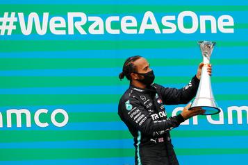 F1: Hamilton veut piloter pendant encore 2-3ans)