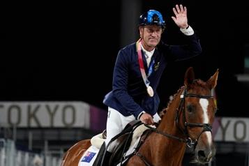 Équitation L'Australien Hoy plus vieux médaillé olympique depuis 1968)