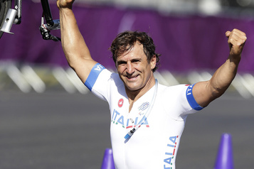 L'ancien pilote Alex Zanardi montre des « signes d'interaction »)