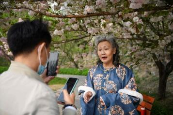 Influenceuses  Des retraitées chinoises font de l'argent sur les réseaux sociaux chinois)
