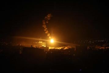 Israël détruit une route menant au plus grand hôpital de Gaza)