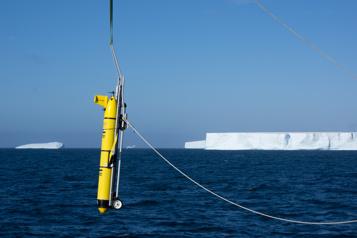 Un immense iceberg se détache de l'Antarctique)