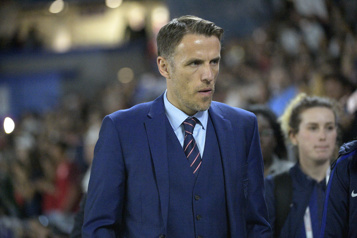 MLS Phil Neville rejoint David Beckham avec l'Inter Miami)