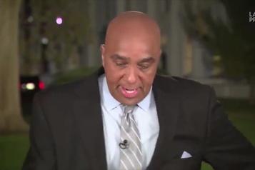 Un journaliste attaqué par un raton laveur devant la Maison-Blanche )