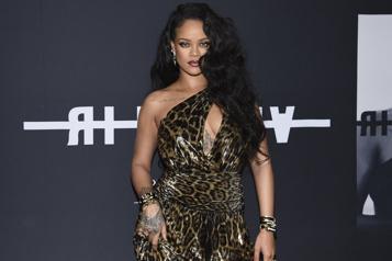 Inde Rihanna crée la polémique en posant seins nus)