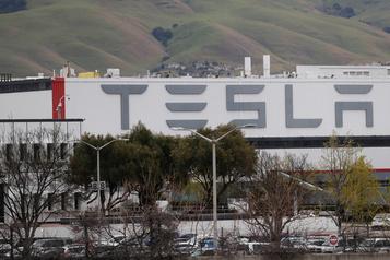 COVID-19: Tesla arrête son usine de Californie