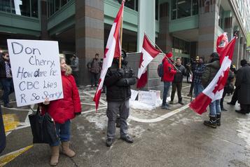 Congédiement de Don Cherry: manifestation devant les locaux de Rogers