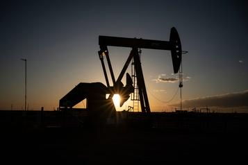 Le pétrole se redresse après un accord entre les principaux producteurs)
