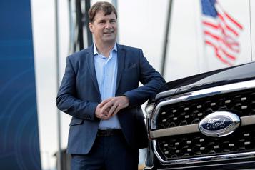 Le nouveau patron de Ford engage une refonte des opérations et de la direction)