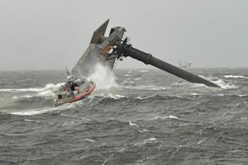 Un navire chavire au large de la Louisiane, un mort et douze personnes disparues)