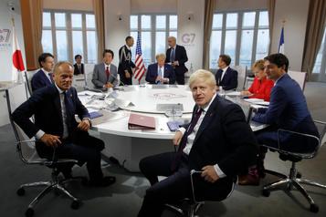 Qui voit-on à la table de discussion du G7?